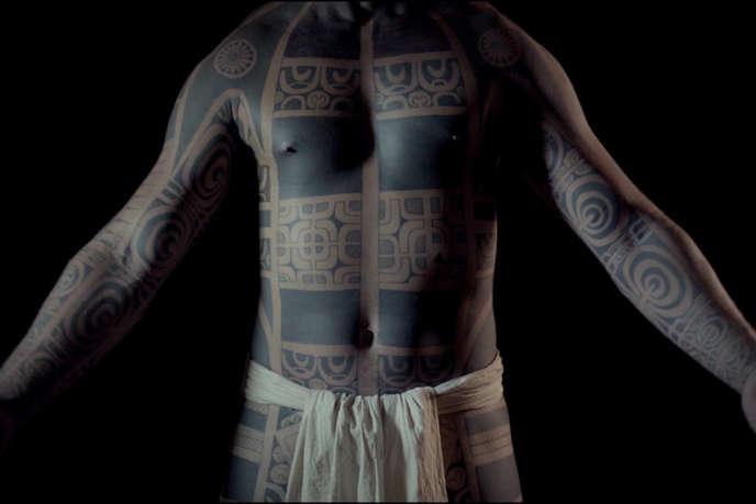 Les tatouages des îles Marquises, un art qui avait été interdit par les missionnaires catholiques en 1898.
