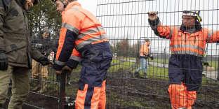 Installation de la barrière, à Padborg, à la frontière entre le Danemark et l'Allemagne, le 28 janvier 2019.