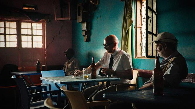 Le réalisateur Mads Brügger (au centre) a enquêté sur la mort suspecte, en 1961, du secrétaire général de l'ONU.