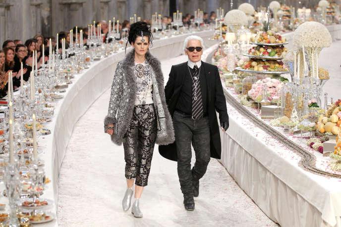Karl Lagerfeld lors du défilé Chanel Métiers d'art, à Paris, le 6 février 2011.