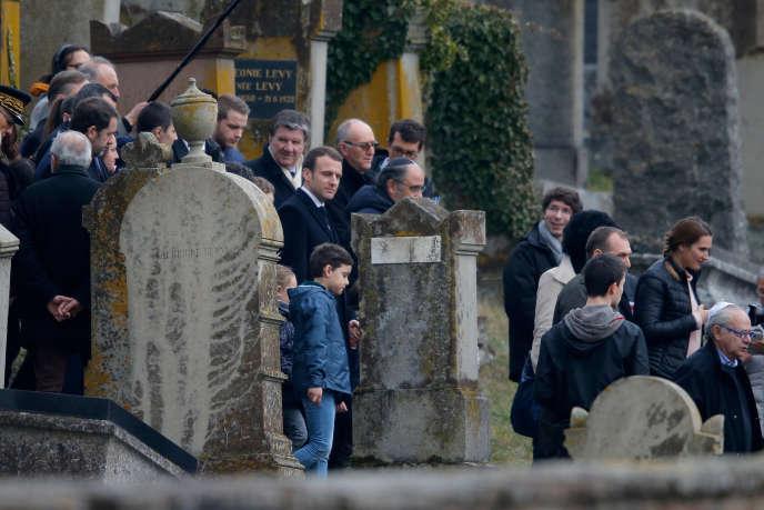 Emmanuel Macronau cimetière juif de Quatzenheim (Bas-Rhin), mardi 19 février.