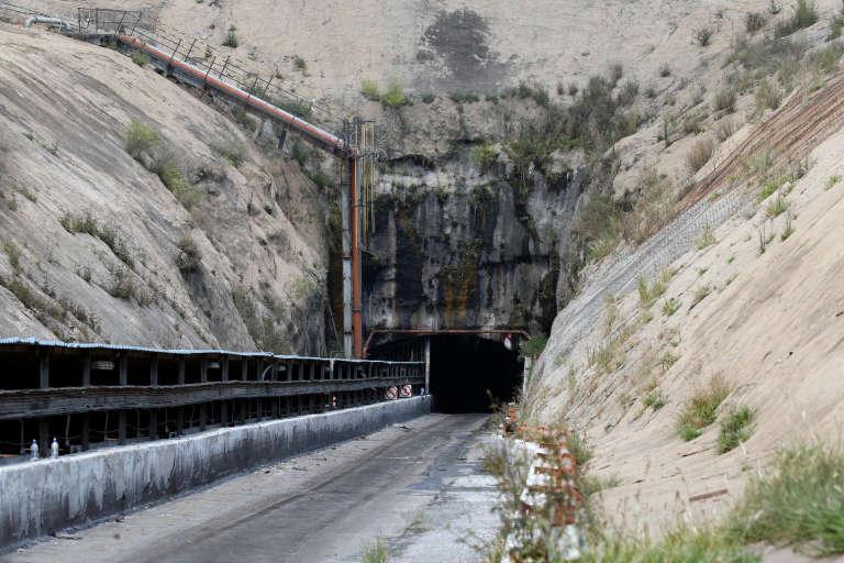 L'entrée d'une mine inutilisée depuis la mort de travailleurs lors d'une explosion au gaz, dans la province de Mpumalanga (Afrique du Sud).