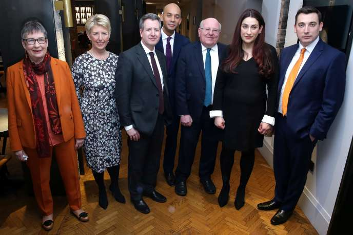 Les sept députés frondeurs, le 18 février à Londres. De gauche à droite :Ann Coffey, Angela Smith, Chris Leslie, Chuka Umunna, Mike Gapes, Luciana Berger, et Gavin Shuke.