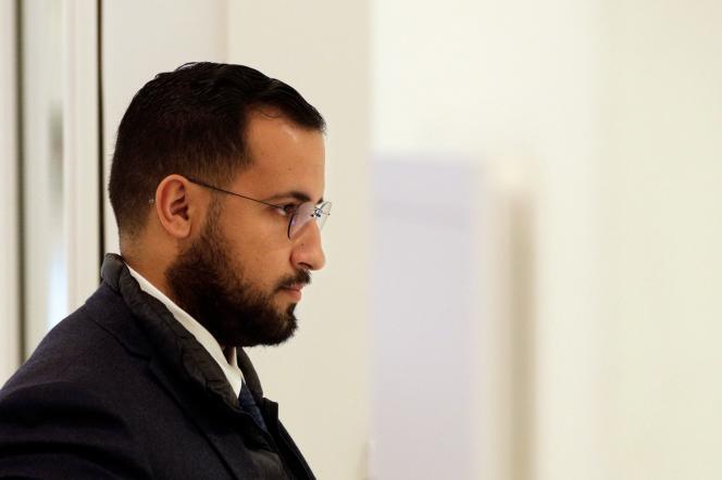 Alexandre Benalla, à son arrivée au Palais de justice, le 19 février au matin.