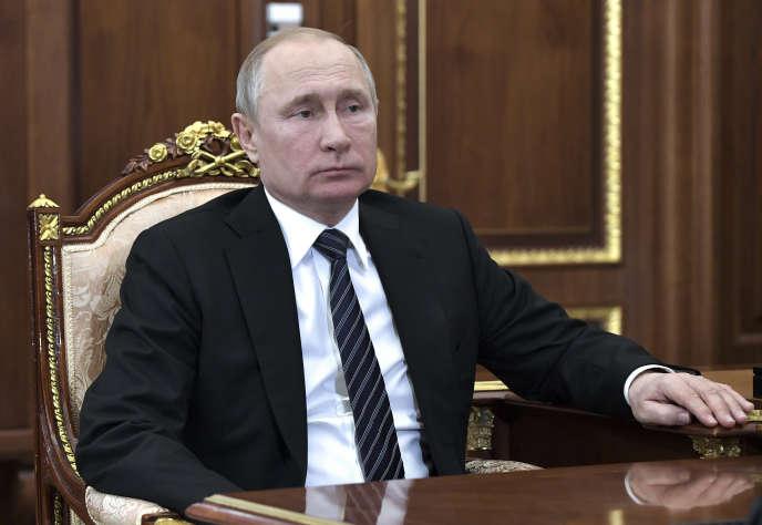 Le Kremlin garde la mainmise sur ce que la jeune génération apprend sur les bancs des écoles russes, en censurant les manuels scolaires.