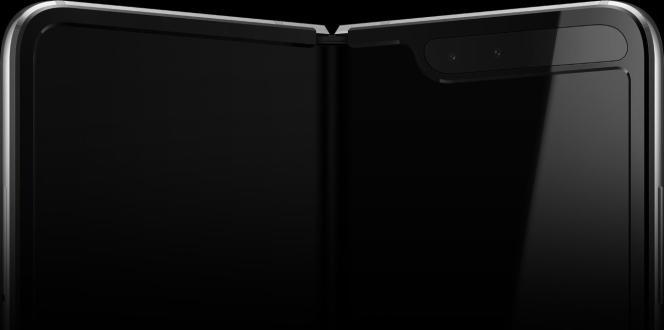 Le haut de l'écran du Fold est barré d'une encoche.