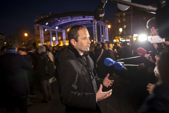 Benoît Hamon participe au grand rassemblement contre l'antisémitisme, place de la République, à Paris, le 19 février.