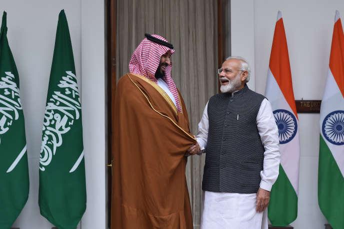 Le prince héritier d'Arabie saoudite (à gauche), Mohammed Ben Salman, et le premier ministre indien, Narendra Modi, à New Delhi, mercredi 20 février.