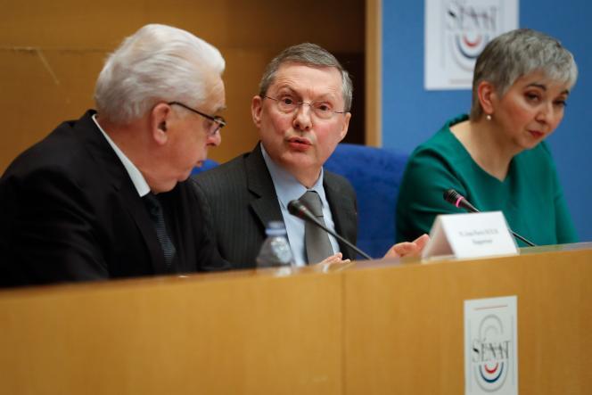 Les membres de la commission d'enquête du Sénat Jean-Pierre Sueur, Philippe Bas (président, au centre) et MurielJourda, à Paris, le 20 février.
