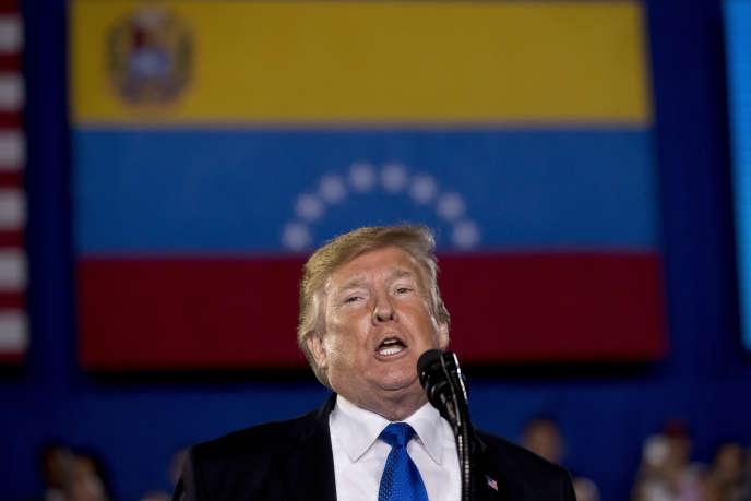 Donald Trump s'adressant à la communauté américaine vénézuélienne lors d'un meeting en Floride, le 18 février 2019.