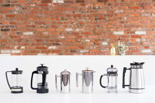 Les six cafetières à piston testées. De gauche à droite : la Brazil de Bodum, la Espro P3, la Frieling, la Secura, la Chambord de Bodum et la Planetary Design.