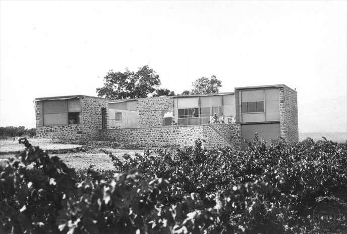 Vue de la façade sud de la villa L'Artaude en 1935.