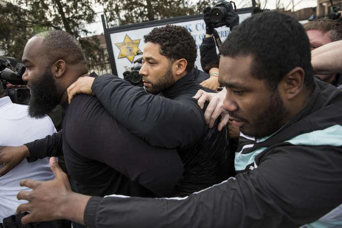 Jussie Smollett au moment de sa libérations sous caution, à Chicago, jeudi 21 février.