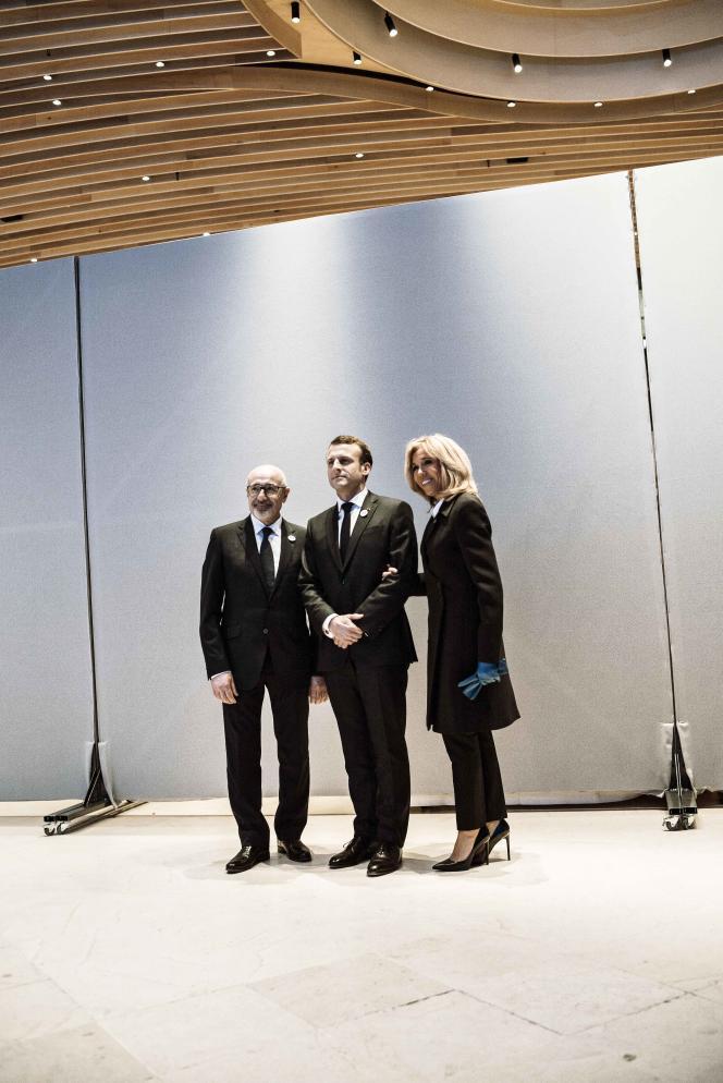 Le président du CRIF, Francis Kalifat, aux côtés d'Emmanuel et Brigitte Macron, le 20 février.