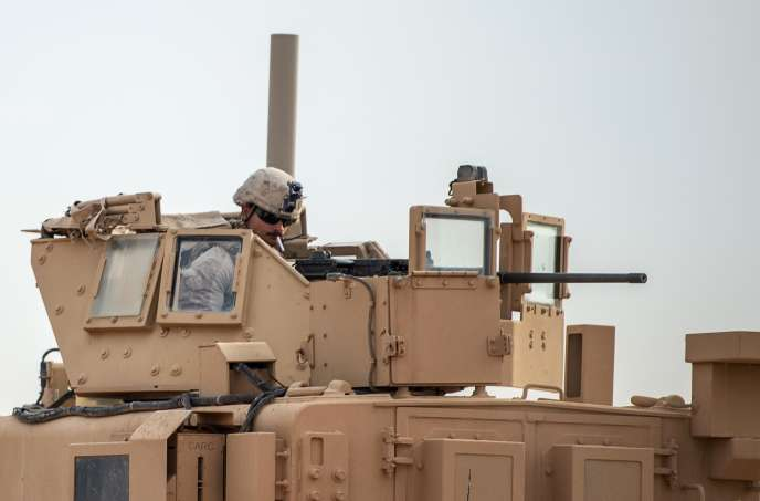 Un soldat américain dans un char, dans le nord de la Syrie, le 21 février.