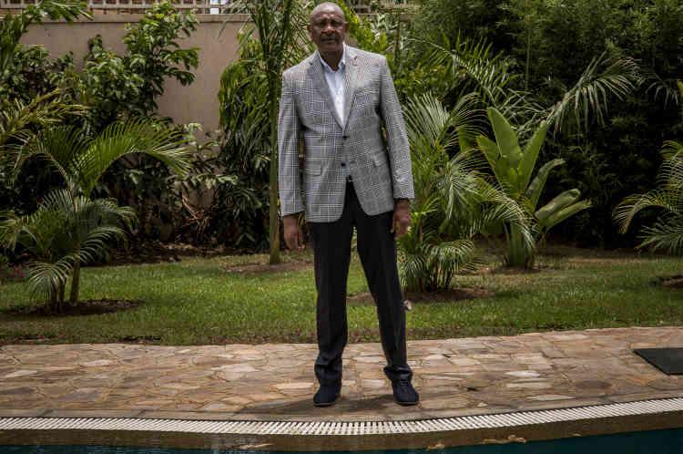 Alphonse Katarebe est un homme d'affaires rwandais, installé en Ouganda et directeur d'AGR depuis le début de l'année.Il habite dans l'enceinte de la concession de la société ainsi que son personnel dirigeant, composé d'expatriés (Philippins et Italiens).