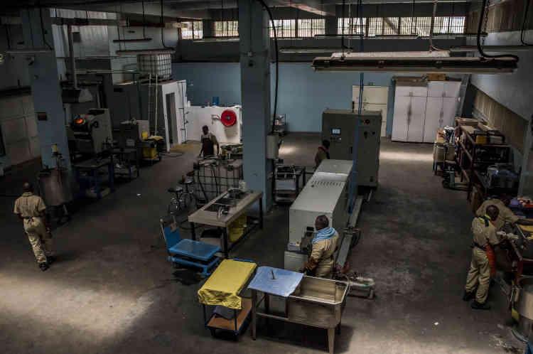Vue d'une partie de l'atelier d'AGR qui rassemble toutes les opérations de fonte.