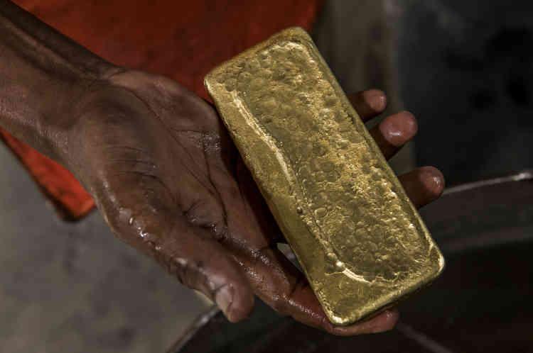D'après les initiés, Entebbe est devenue la« city de l'or»,le hub régional du business aurifère. Un immense marché semi-légal de l'or artisanal s'y est structuré ces dernières années, un monde interlope où s'activent des réseaux de trafiquants.