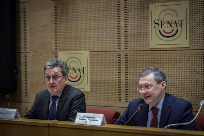 Le sénateur François Pillet (à gauche) et le président de la commission des lois, Philippe Bas (à droite), au Sénat le 21 février.