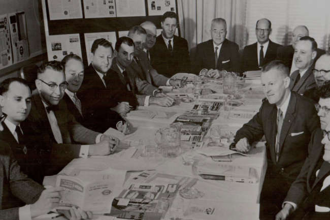 Réunion du conseil d'administration de l'Automotive Parts Remanufacturers Association, en 1958.