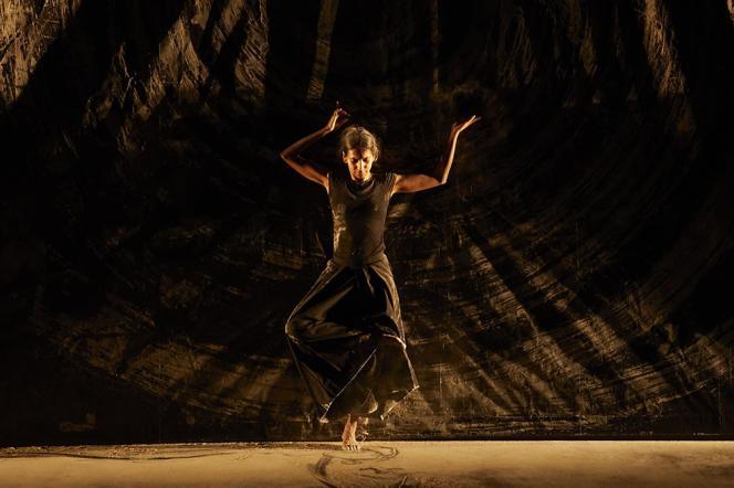 «aSH », d'Aurélien Bory, avec Shantala Shivalingappa.