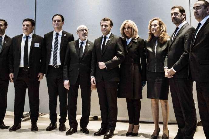 Emmanuel et Brigitte Macron à leur arrivée au dîner annuel du CRIF, à Paris, mercredi 20février.