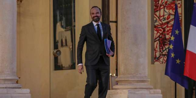"French Prime Minister Edouard Philippe leaves the Elysee Palace after a meeting with French President as part of the ""Great National Debate"" ('Grand Debat National' in French) in Paris on Febuary 21, 2019. The French president called for a two-month debate as part of his response to the ""yellow vest"" protests, sparked by anger over high costs of living. / AFP / Ludovic MARIN"