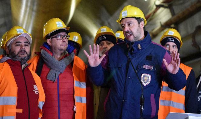 Le ministre de l'intérieur italien, Matteo Salvini, en visite sur le chantier du tunnel Lyon-Turin, à Chiomonte, le 1er février 2019.