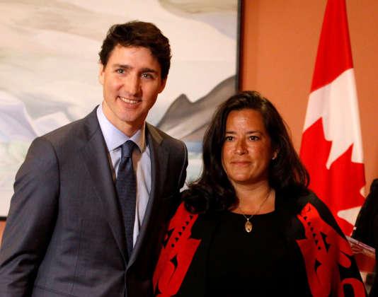 Justin Trudeau et Jody Wilson-Raybould le 14 janvier à Ottawa, au moment du remaniement qui a fait basculer l'ex-ministre de la justice au poste de ministre des anciens combattants.