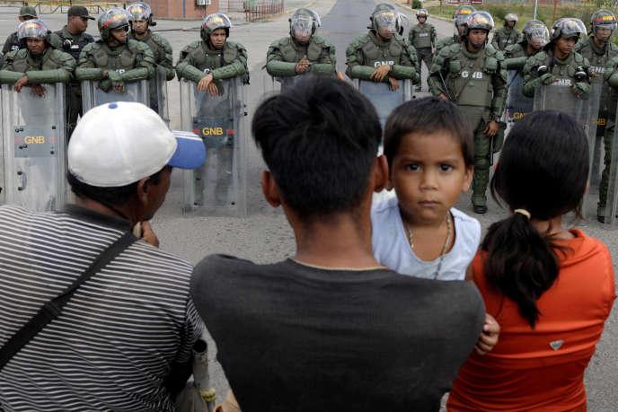 A la frontière entre le Brésil et le Venezuela à Pacaraima, le 22 février.