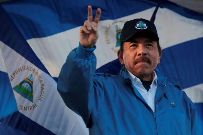 Daniel Ortega, le 5 septembre à Managua, lors d'une marche pour la paix et la justice.