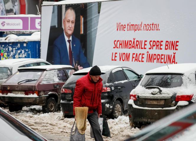 Une affiche électorale du candidat prorusse Igor Dodon, à Chisinau, le 21 janvier.