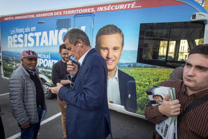 Nicolas Dupont-Aignan, en campagne pour les européennes, à Meaux (Seine-et-Marne).