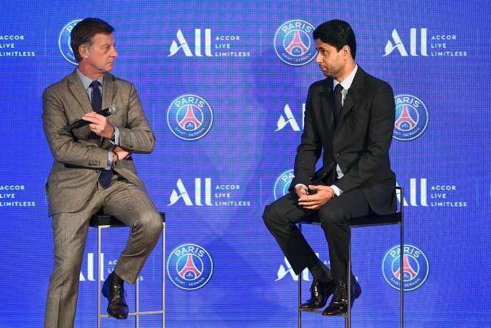 Le PDG d'Accor, Sebastien Bazin, et le président du PSG, Nasser Al-Khelaïfi, le 22 février, au parc de Princes, à Paris.
