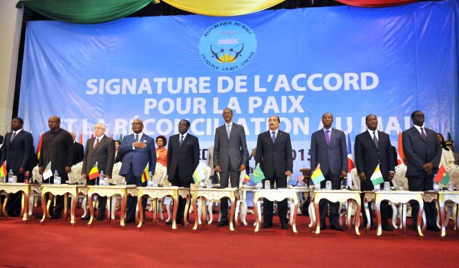 En 2015, un accord de paix était signé à Alger entre les autorités maliennes et les mouvements rebelles, fêté à Bamako le 15 mai 2015.