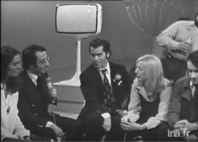 Karl Lagerfeld interviewé par Yves Mourousi , en janvier 1972, sur TF1.
