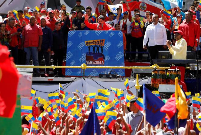 Nicolas Maduro et ses partisans, samedi 23 février, à Caracas.