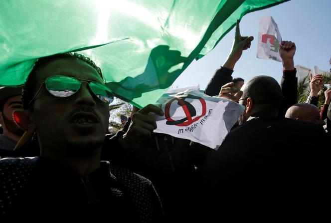 Manifestation à Alger pour protester contre le cinquième mandat du président Bouteflika, le 22 février 2019.