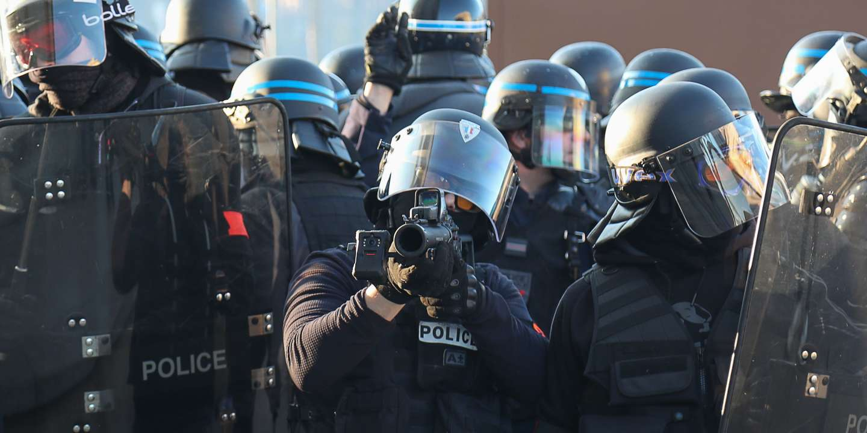 """Le Conseil de l'Europe demande à la France de """" suspendre l'usage du LBD """""""