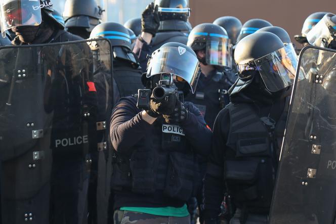 A « violences policières», le magistrat préfère le terme de «violences illégitimes». «C'est la question de la proportionnalité qui est posée».