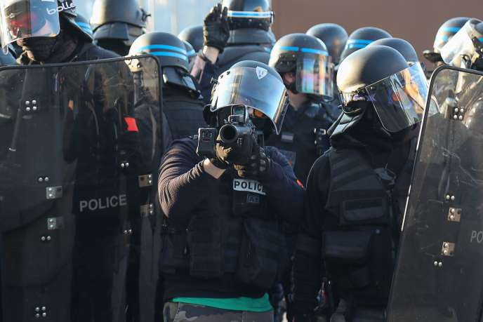 «Gilets jaunes»: des policiers seront jugés pour des violences, assure le procureur de Paris