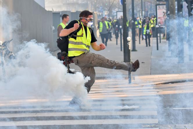 Lors d'une manifestation des « gilets jaunes», à Rennes, le 23 février.