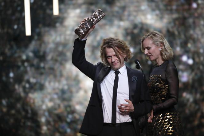 Alex Lutz recevant le César du meilleur acteur, le 22 février à Paris.