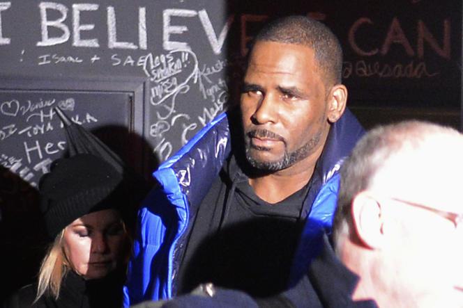 Le chanteur R. Kelly devant son studio d'enregistrement à Chicago, le 22 février 2019.