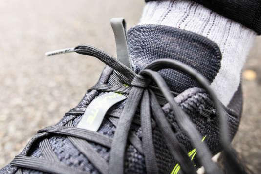 Grâce aux bandes réfléchissantes sur la languette (en photo), sur le talon et tout autour de la chaussure, les Escalante 1.5 et la personne qui les porte sont plus visibles de nuit.