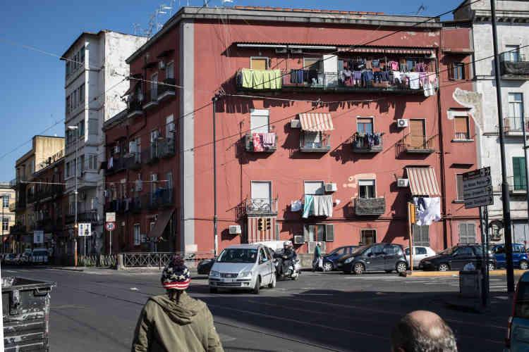 Dans ces immeubles situés non loin de la place Garibaldi cohabitent Italiens, Algériens, Marocains, Tunisiens, Camerounais, Ivoiriens, Maliens, Nigérians, Somaliens… C'est un quartier ou «tout s'achète, tout se vend», précise Pascal.