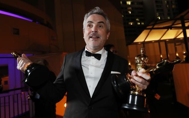 LeréalisateurAlfonsoCuaronfête les trois Oscars attribués à son film«Roma», àLosAngeles, le 24 février.