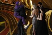 Spike Lee saute sur Samuel L. Jackson, qui lui donne l'Oscar du meilleur scénario adapté.