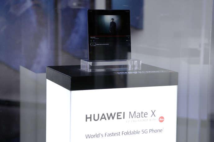 Le nouveau smartphone pliable du groupe chinois Huawei, le MateBook X Pro, au Salon du mobile de Barcelone, le 24 février.