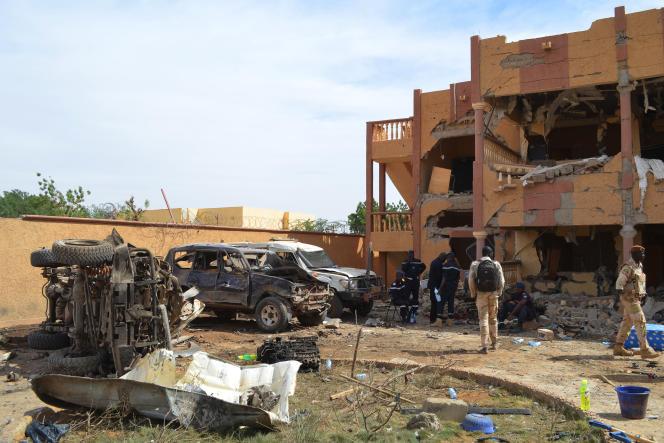 Après un attentat-suicide à la voiture piégée, à Gao, au Mali, le 13 novembre 2018, qui a fait trois morts et une trentaine de blessés.